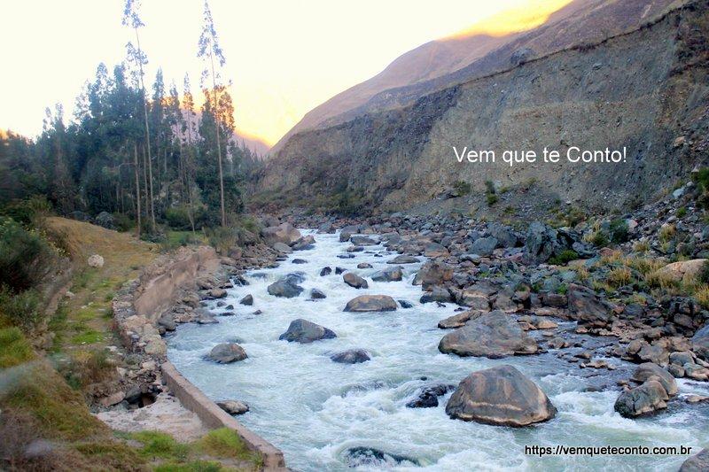 Rio Urubamba caminho para Machu Picchu